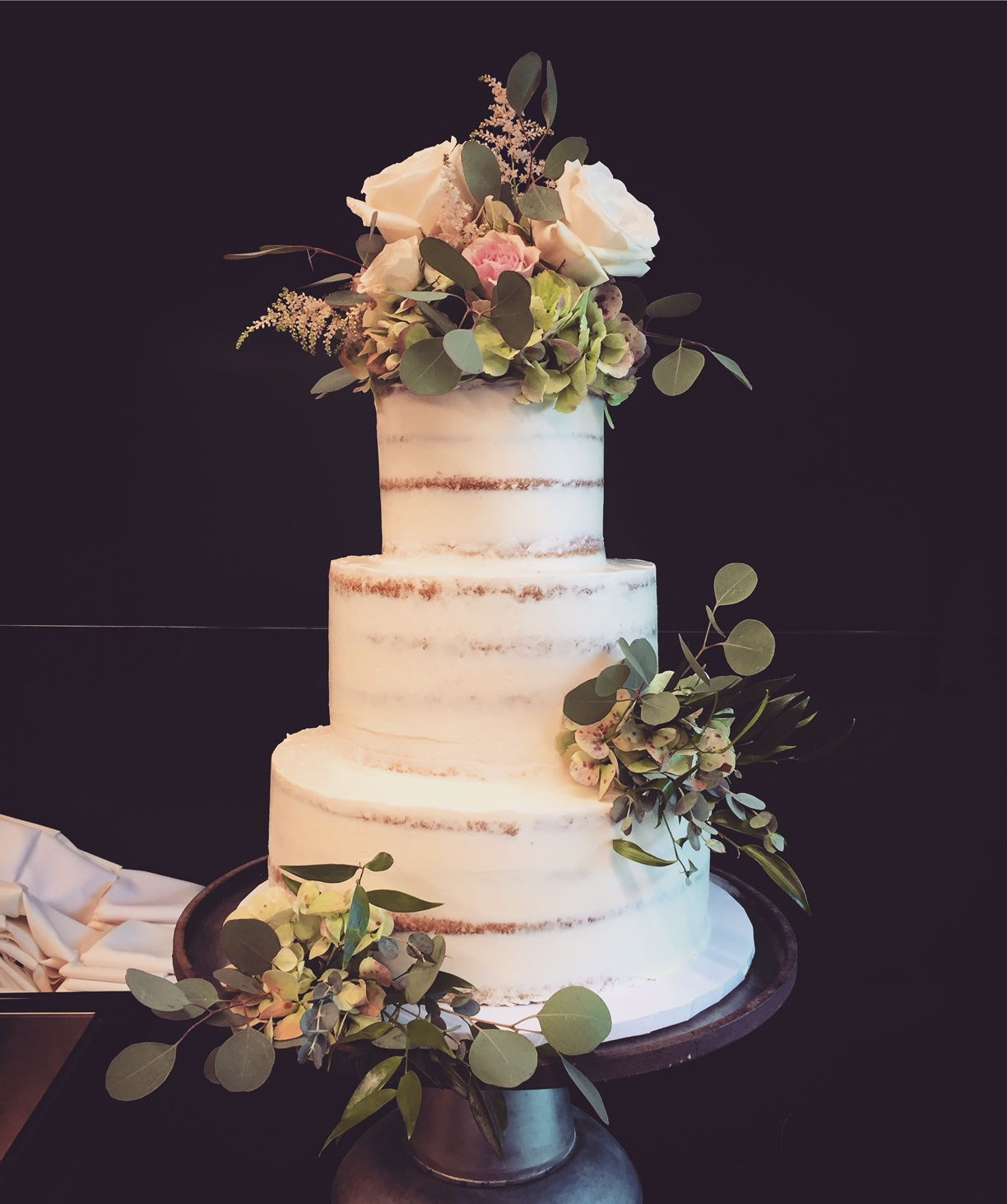 Semi naked cake with floral